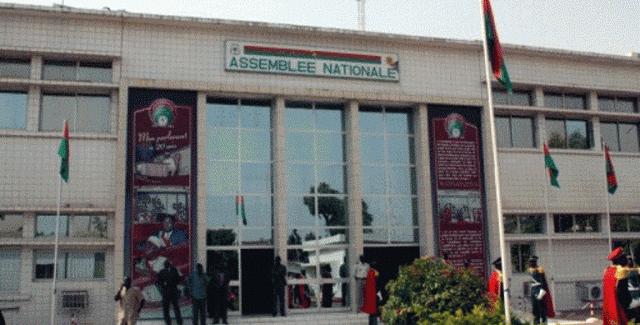 Burkina Faso : Le parlement vote une loi dépénalisant les délits de presse