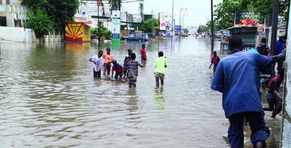 INONDATIONS EN BANLIEUE Guinaw rails Nord et Tivaouane Diack Sao se fâchent, l'Etat tempère