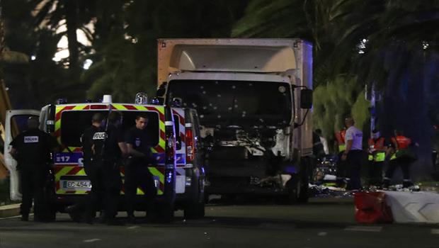 Attaque à Nice : Au moins 80 morts et 15 personnes en urgence absolue… Le parquet antiterroriste saisi…
