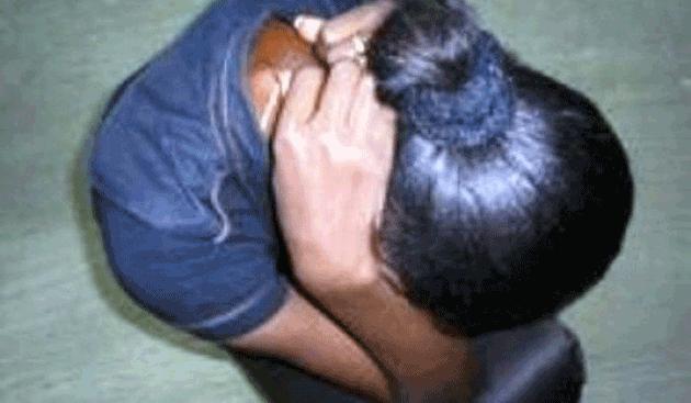 Une  lingère mariée, se fait violer par le neveu de sa cliente