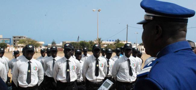 Port Vestimentaire de SDF : Le gouverneur de Tamba «déshabille» les ASP