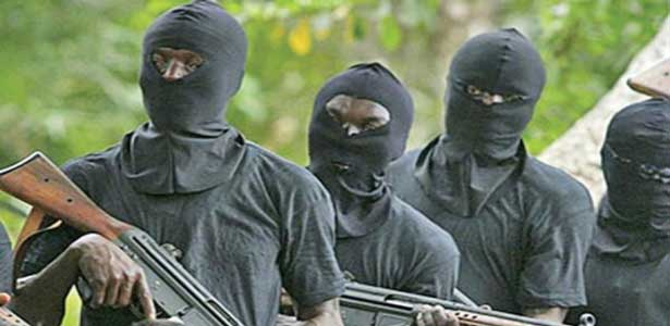 Attaque à main armée à Thiénaba : des malfaiteurs assiègent la radio communautaire et dévalisent la Mutuelle d'Epargne