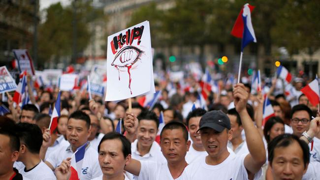 La communauté chinoise manifeste à Paris pour dénoncer le «racisme anti-asiatique»