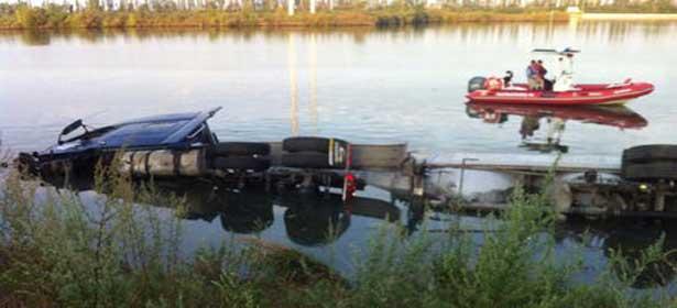 TAMBA : le camion termine sa course au fond du fleuve, le chauffeur et son apprenti meurent noyés