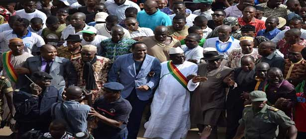 Mali: une manifestation pour le retour au pays d'Amadou Toumani Touré