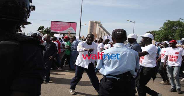 Marche de l'opposition: photos et vidéo