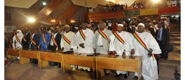 Mali : les députés examinent le cas ATT en exil au Sénégal