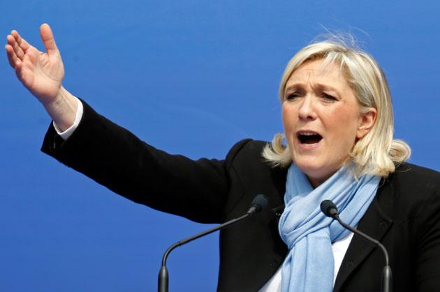 Marine Le Pen déstabilisée par une travailleuse sénégalaise (Vidéo)