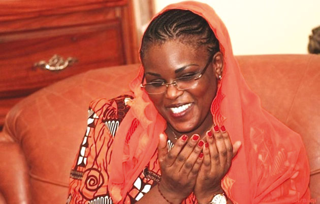 Quand les mains de la première dame deviennent un outil de communication politique (Alassane K. KITANE)
