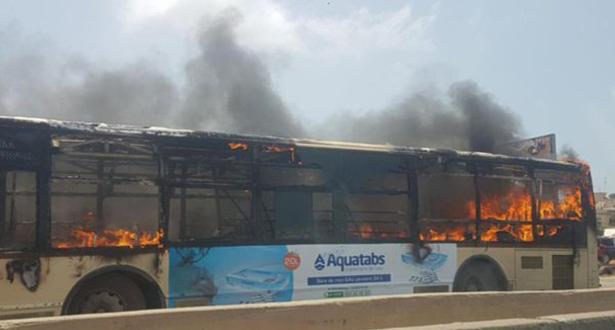 Bus Dakar Dem Dikk incendié : l'identité des auteurs fait polémique