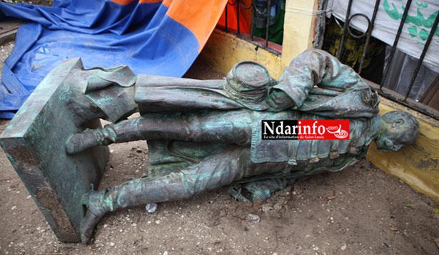 Saint Louis : la statue Faidherbe rangée provisoirement dans les locaux du Groupement des sapeurs-pompiers