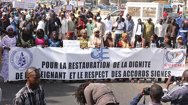 Grève: les enseignants désertent les salles mercredi et jeudi, et marchent le 2 février