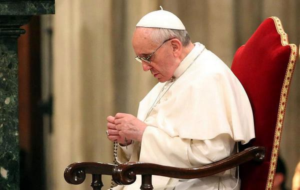 Pape François : »  quelques-uns se livrent à des banquets tandis que beaucoup d'autres n'ont pas de pain»