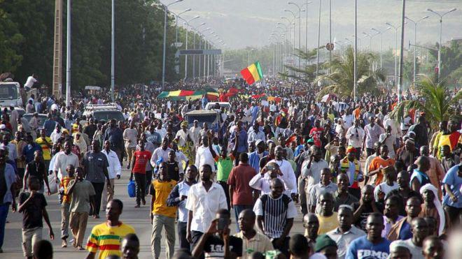 Massacres de Dioura et d'Ogossagou : les Maliens manifestent massivement