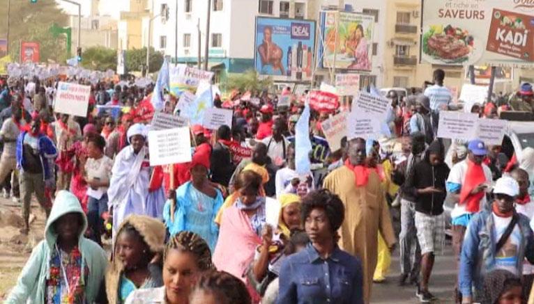Sa marche autorisée, l'opposition face au défi de la mobilisation