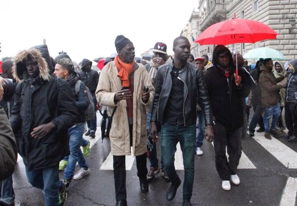 Italie : des Sénégalais assiègent le consulat du Sénégal à Milan (Vidéo)