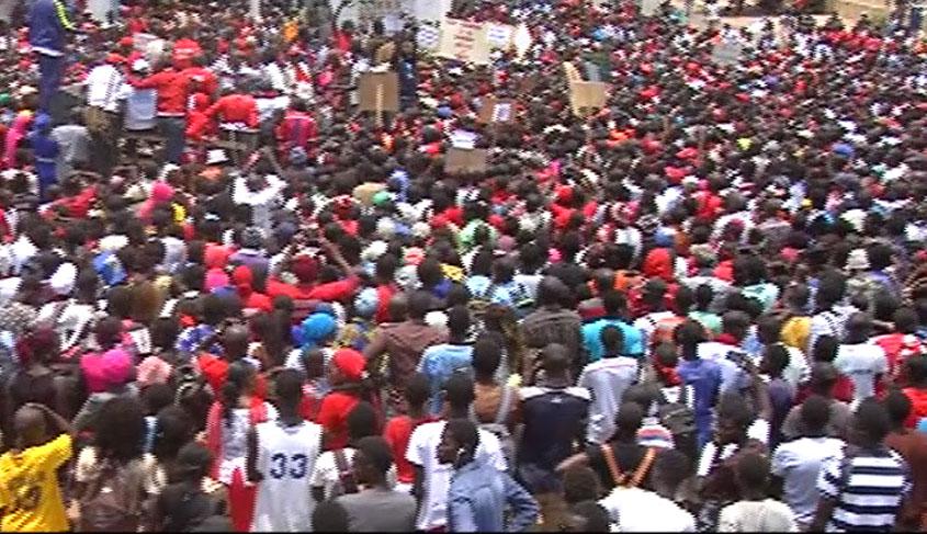 Marche des enseignants :   une foule immense pour répondre au gouvernement (vidéo)