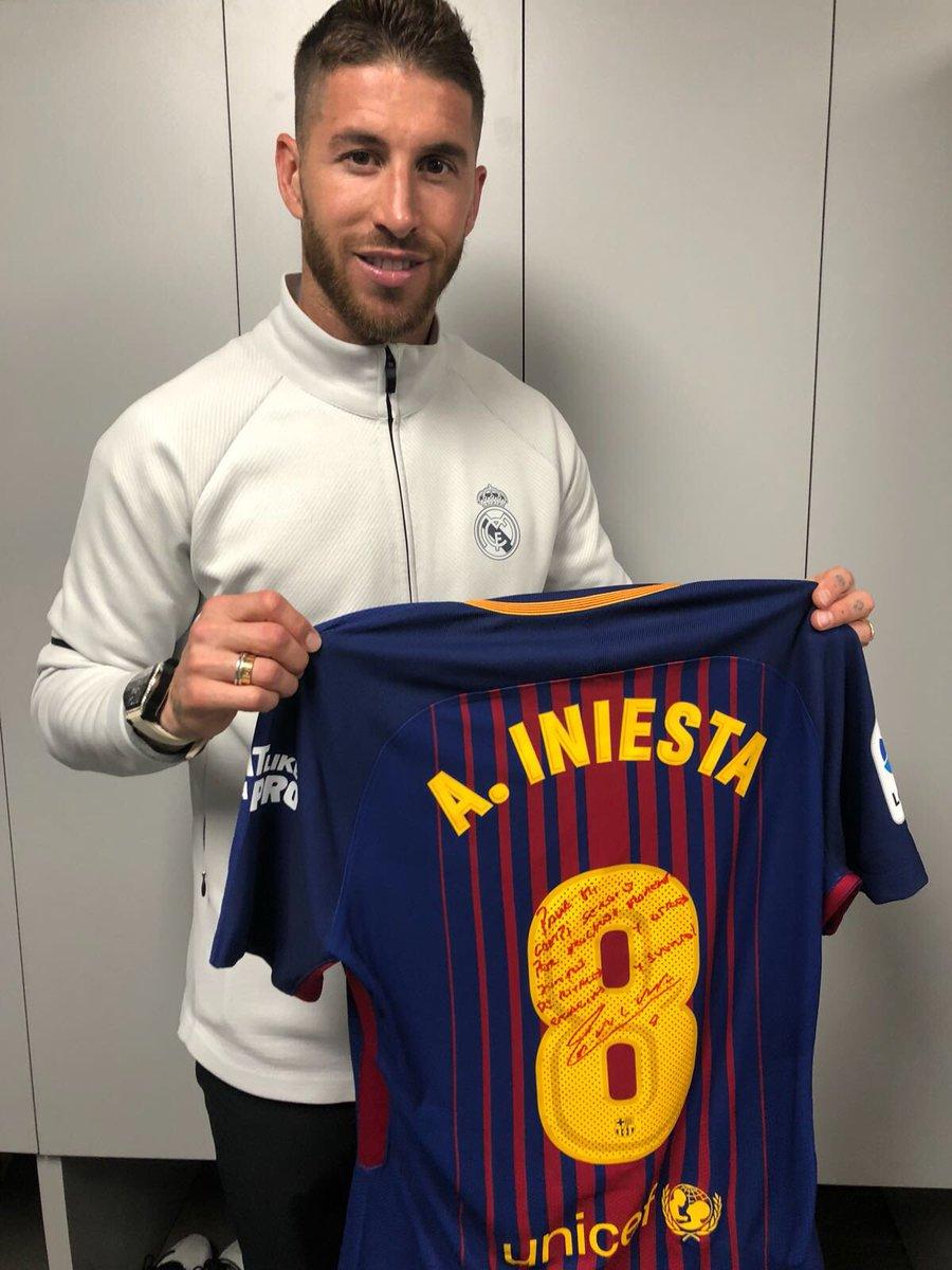 Sergio Ramos rend hommage à Iniesta