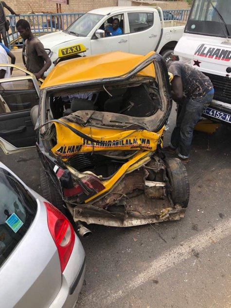 Le « Ndiaga NDIAYE », sans frein, percute un taxi pour s'arrêter