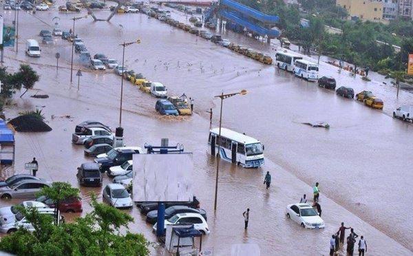 Fortes Pluiesà Dakar : La banlieue immerge