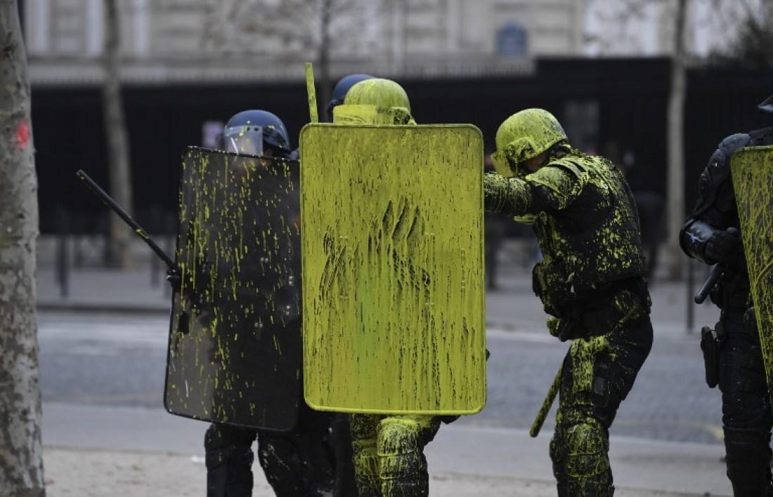 Gilets jaunes : Une dizaine de voitures incendiées à Paris