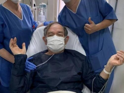 « Je suis vivant. On m'a sorti du cercueil » : un survivant du Coronavirus témoigne