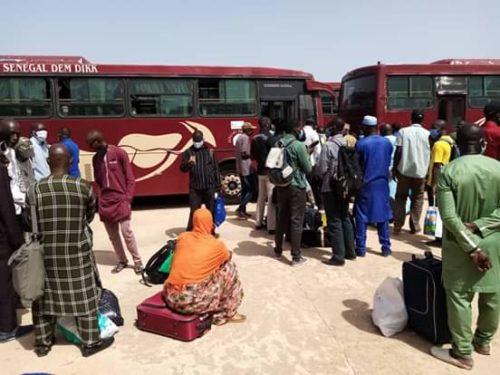 Des enseignants coincés à la frontière gambienne (Photos)