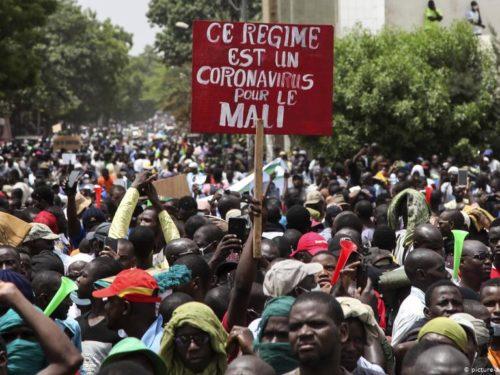 Mali : des dizaines de milliers de manifestants réclament le départ du président Keïta