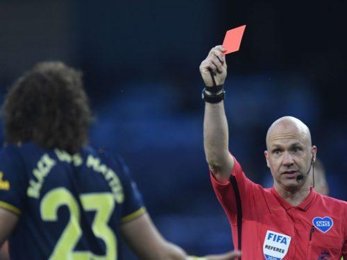 Foot et Corona : Carton rouge en cas de toux volontaire sur un adversaire en Angleterre