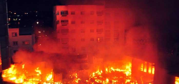 Paris: un centre pour migrants incendié, un mort plusieurs blessés