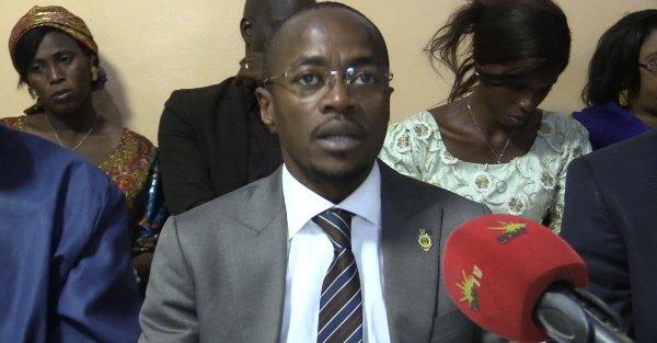 Abdou MBOW se déchaine sur Abdoul MBAYE et Cie : « tout ce qui les intéresse, c'est de voir notre pays sombrer dans les ténèbres »