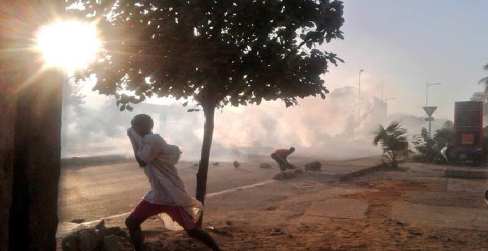 UGB : Les étudiants mettent le feu