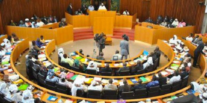 Avec 124 voix pour et 7 contre, le projet de loi portant révision de la Constitution passe comme une lettre à la poste