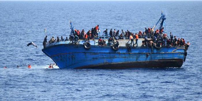 Migrants: Des centaines de naufragés au large de la Crète, 117 corps en Libye