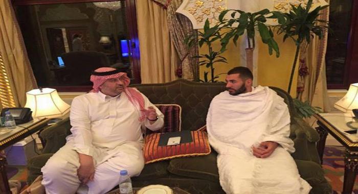 Karim Benzema effectue la Omra à la Mecque