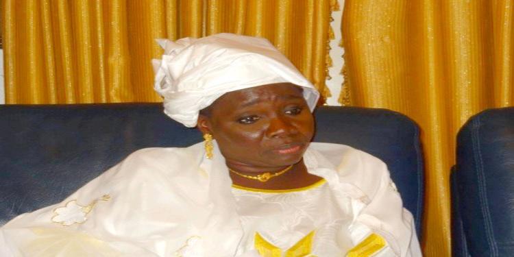 Nombre des députés : Seynabou WADE indique la voie