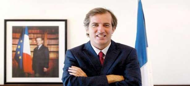 L'ambassadeur de France échappe à un crash