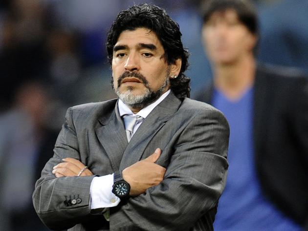 El Hadji Ousseynou Diouf annonce la venue de Maradona au Sénégal le 17 décembre 2016