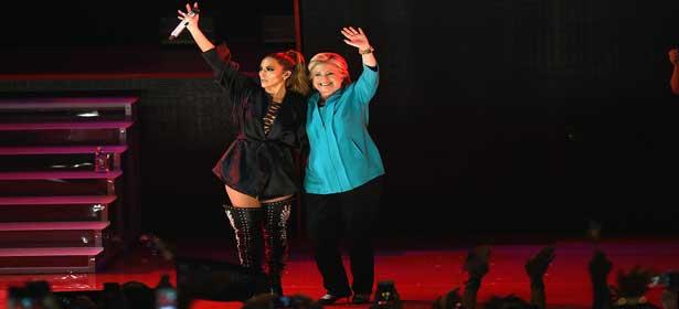 Jennifer Lopez invite Hillary Clinton sur scène en plein concert