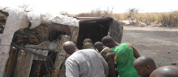Un bus transportant des étudiants percute un camion chargé de ciment