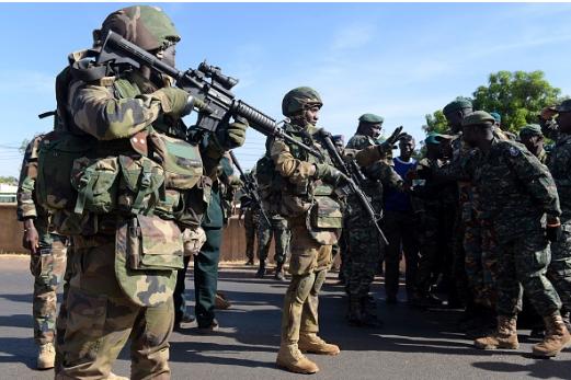 Gambie : soldats de la CEDEAO  et militaires gambiens se tirent dessus