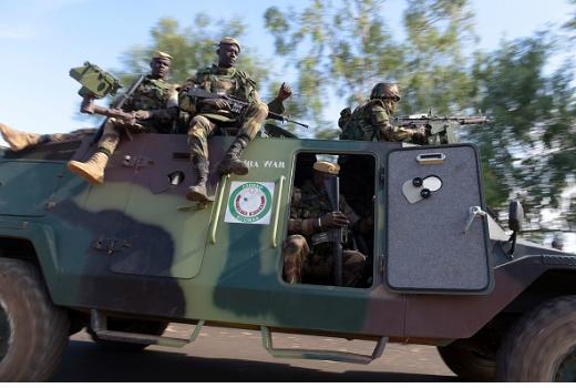 Les soldats ouest-africains déployés en Gambie pour préparer l'arrivée de Barrow (Photos)