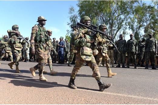 L'armée sénégalaise franchit la frontière gambienne et suscite des réactions d'indignation