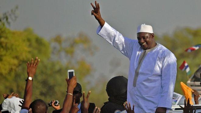 Législatives gambiennes : le parti de Barrow en tête