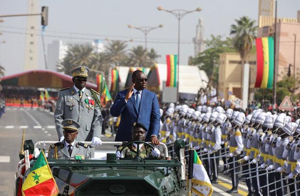 Défilé du 4 avril : l'armée splendide montre ses énormes moyens