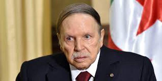 Algérie :  Bouteflika «piétiné» par des manifestants (Vidéos)