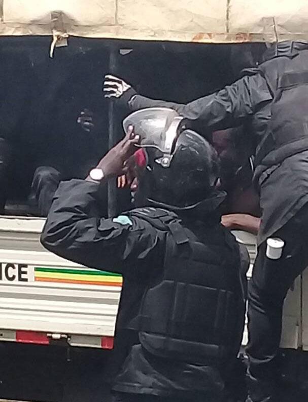 Sit-in devant leur Ambassade au Sénégal, huit étudiants congolais en prison