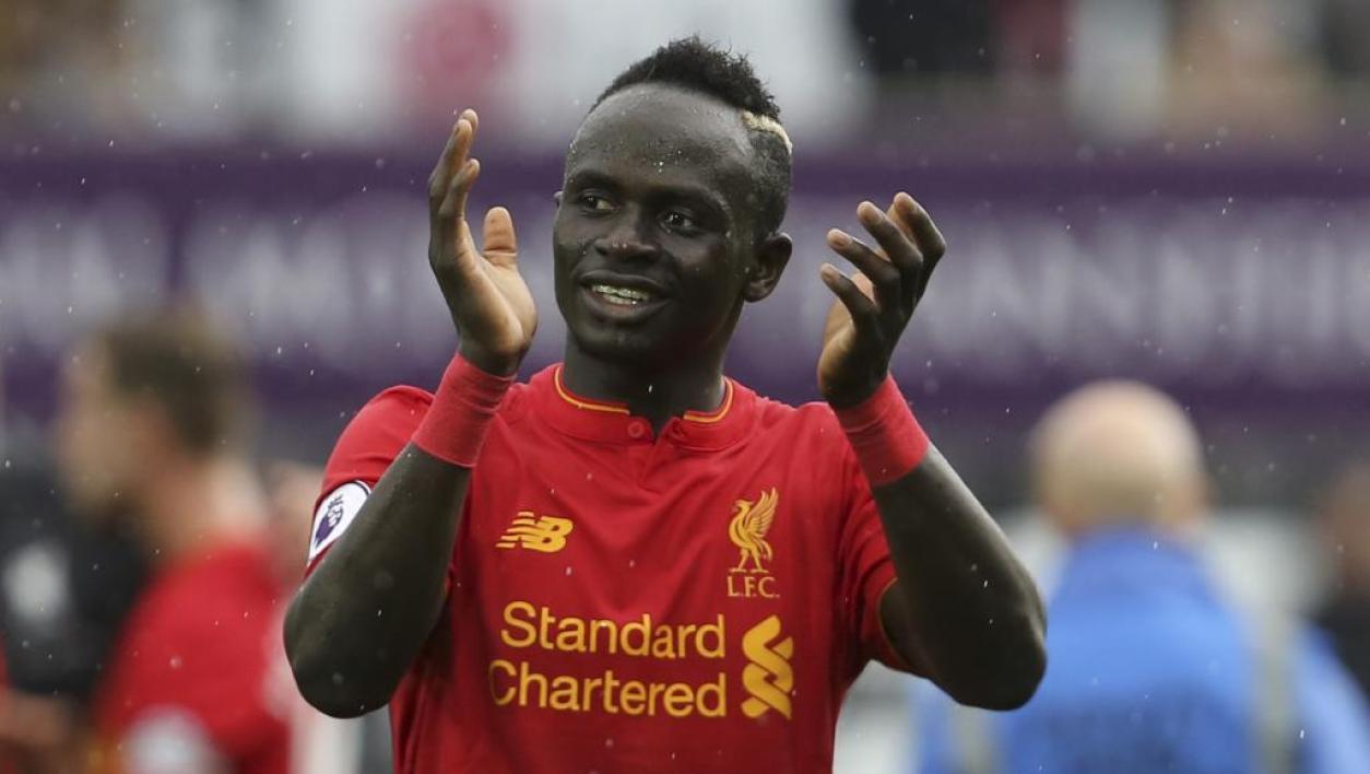 Sadio Mané offre 300 maillots de Liverpool à son village natal