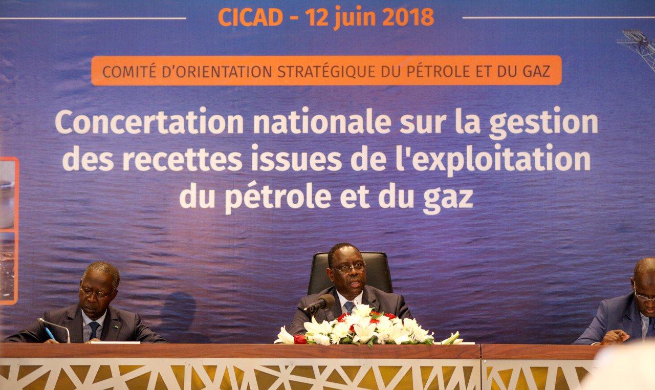 Exposé de Macky sur le pétrole et le gaz : La politique et le folklore prennent le dessus sur le dialogue
