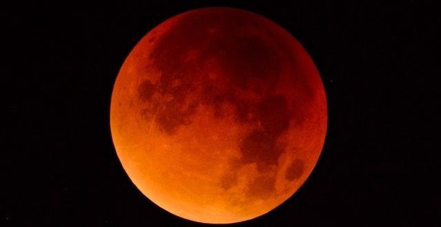 L'éclipse lunaire la plus longue du siècle a lieu en ce moment (vidéo)